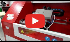 Демонстрация работы токарного станка с ЧПУ с автоматической сменой инструмента